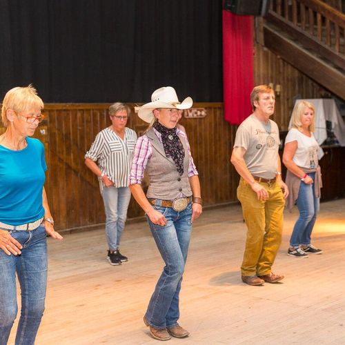 Gruppe beim Line-Dance-Workshop